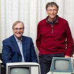 Microsoft founders Bill Gates and Paul Allen recreate 1981 photo
